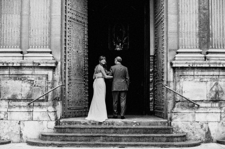 novia-entrando-iglesia
