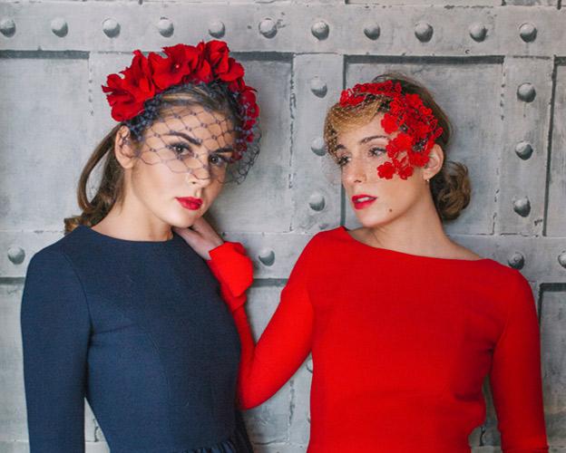 tocados-invitadas-flores-rojas-portada